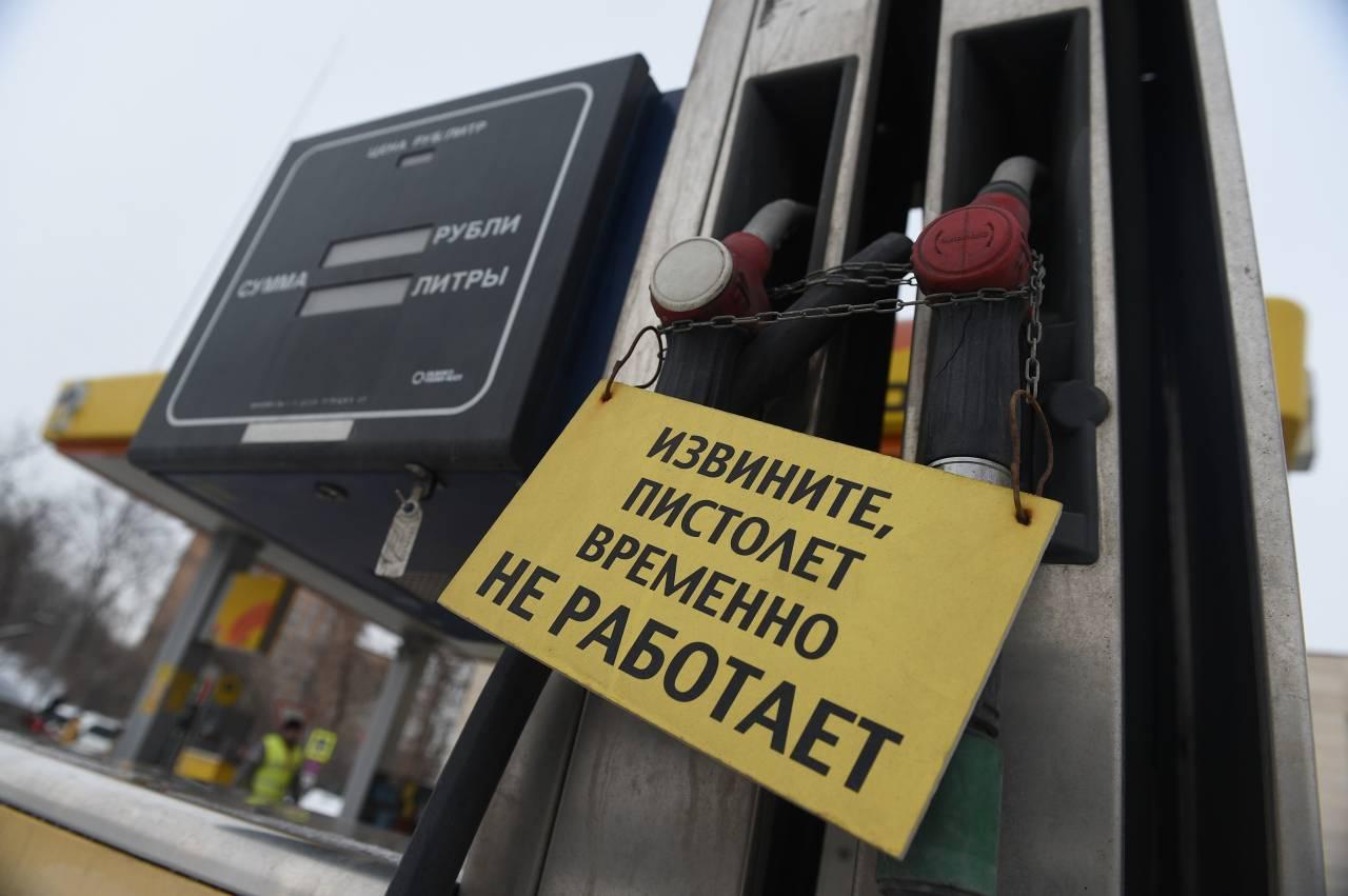 Россиянам предрекли цену в100 руб. за1 лбензина