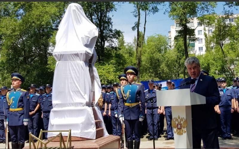 वोरोनिश में, रूस के रोमन फिलीपोव के नायक के लिए एक स्मारक खोला