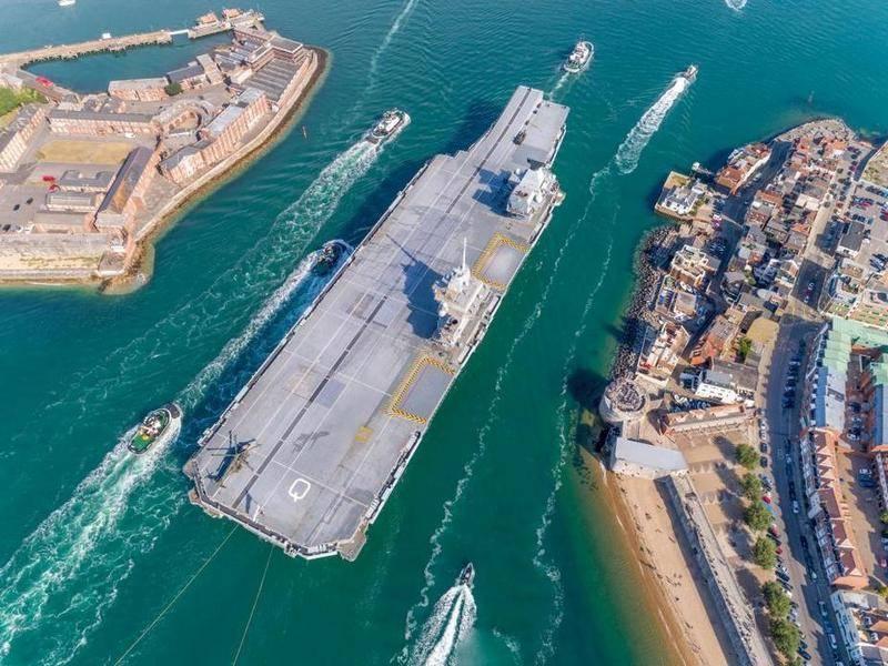 英国最新航母HMS女王伊丽莎白从下一次测试中返回