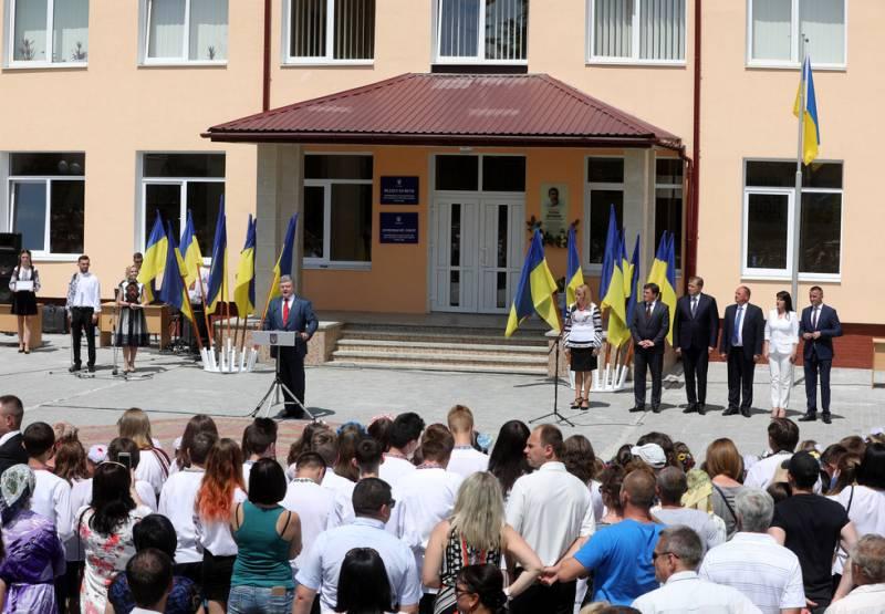 Порошенко: мир на Украине не означает капитуляцию в Донбассе