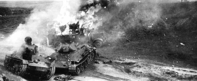 Уничтоженная бронетанковая колонна РККА у белорусского города Зельва. Июнь 1941 года