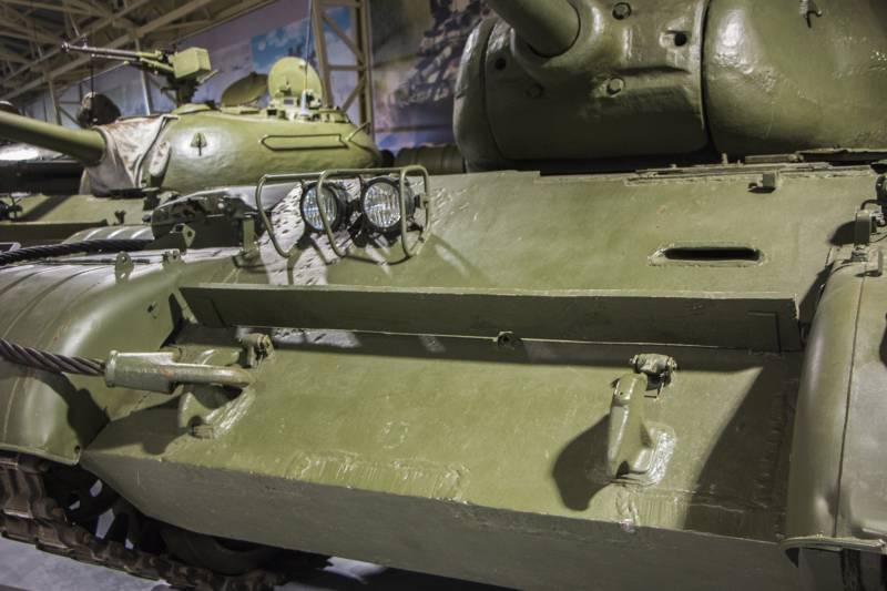 Рассказы об оружии. Танк Т-44 снаружи и внутри