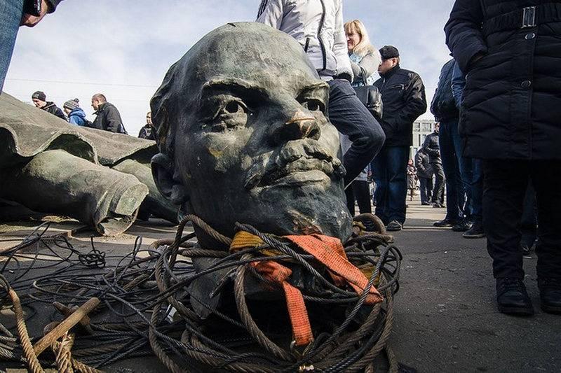 """Настучи на памятник. На Украине создали сайт для борьбы с """"тоталитарным наследством"""""""