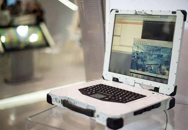 """Как российский """"военный"""" ноутбук заставили падать перед министром обороны"""