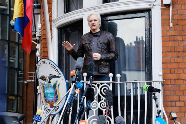언론 : 에콰도르 레닌은 Assange를 영국으로 전달할 준비가되어있다.