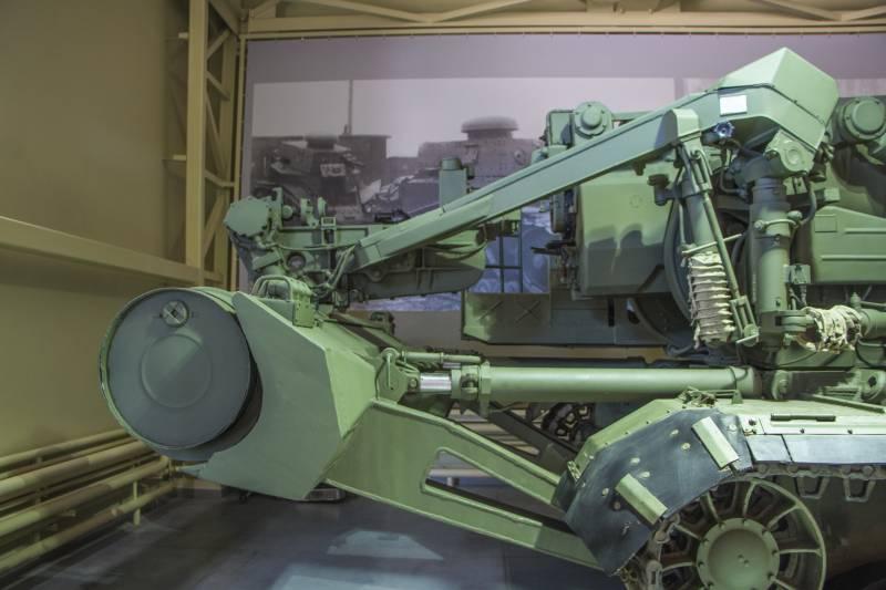 "Артиллерия. Крупный калибр. 2С7 ""Пион"" снаружи и внутри"