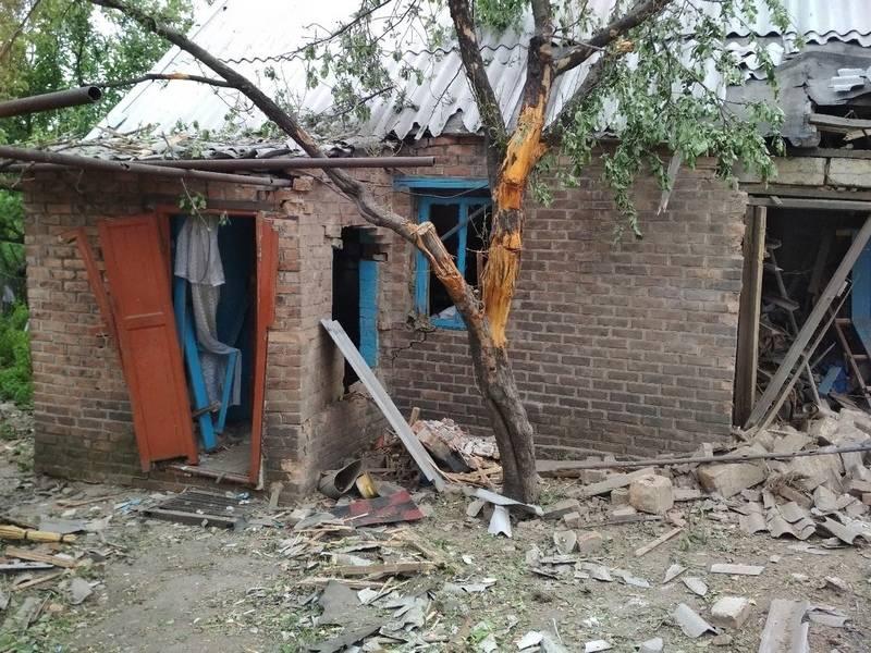 Кировский район Донецка попал под обстрел: 1 дом сгорел, 3 повреждены
