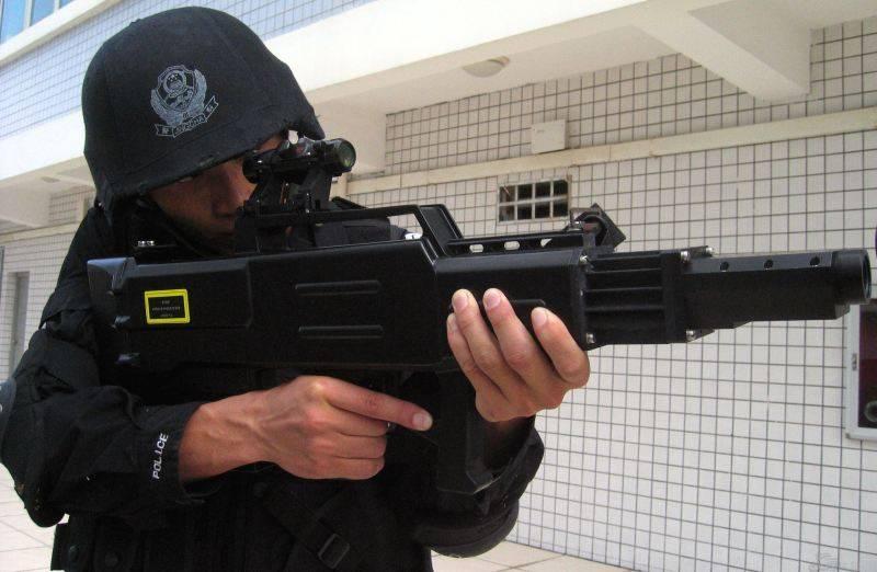 Китай показал оружие будущего: лазерную винтовку ZKZM-500