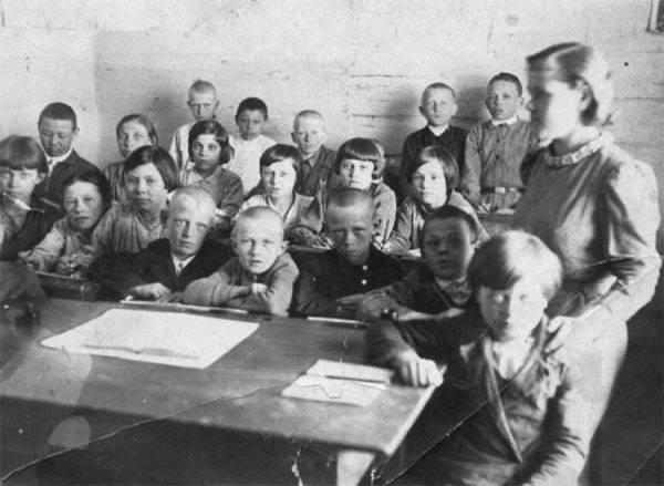 Одежду учителей посоветовали сделать похожей навоенную форму