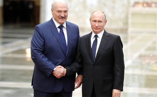 Lassen Sie die Krim zuerst erkennen. Lukaschenko bittet Moskau um eine Milliarde Dollar