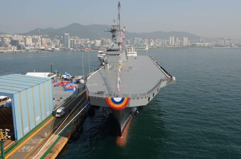 """Южная Корея """"превратит"""" десантные корабли класса Dokdo в легкие авианосцы"""