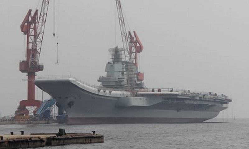 Второй тестовый. Новый китайский авианосец вышел в море