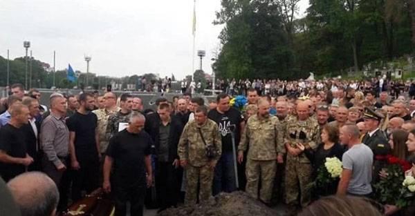 С топором в гробу. Драка на похоронах украинского военнослужащего