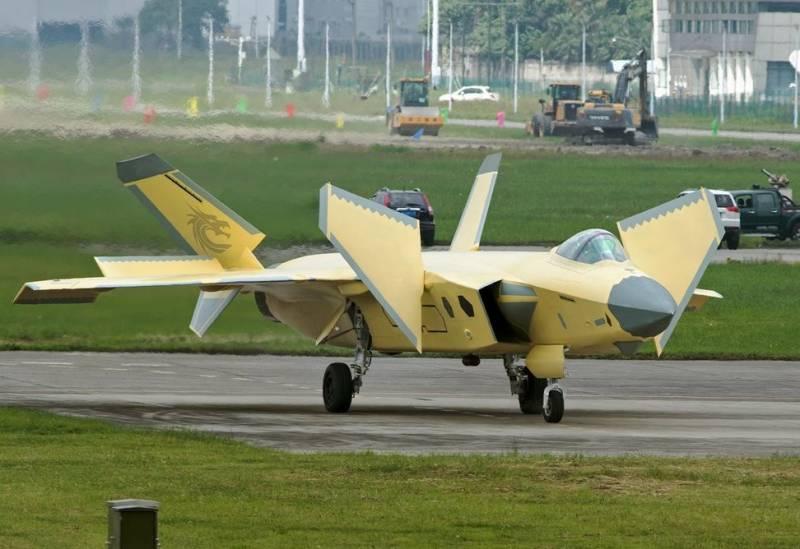 Эксперт: китайский J-20 лучше российского Су-57