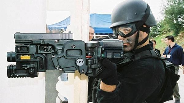 Стрелять из-за угла из пистолета и автомата. Это просто?