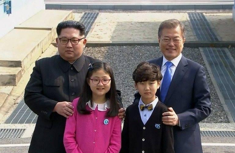 На 19 автобусах: из Сеула в КНДР выехала группа по подготовке саммита
