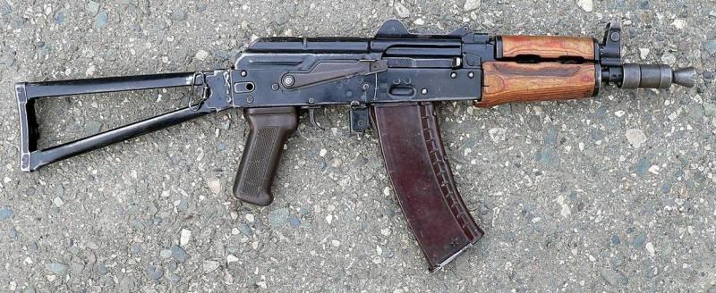 """Оружие. Автомат """"Калаш"""" АКС-74У"""