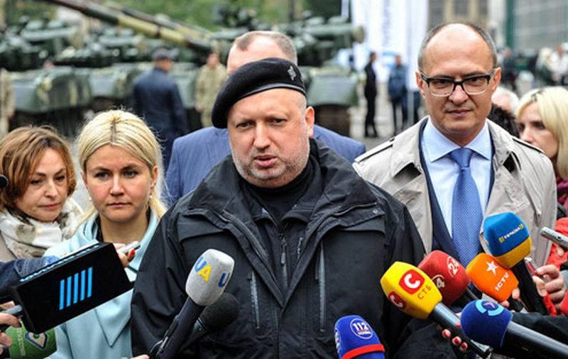 Турчинов: Российская армия готовится к нападению на Украину по всей границе