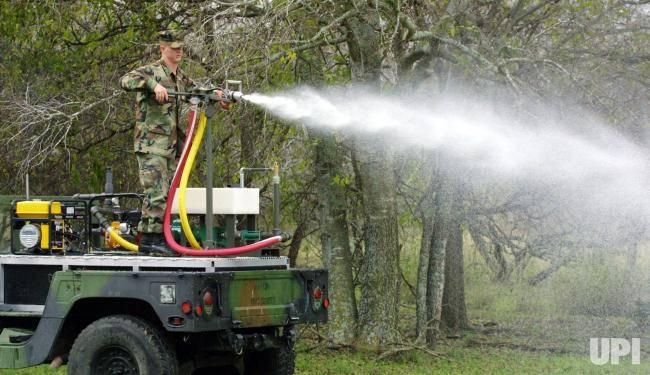 Нелетальное оружие: зловонная и скользкая химия
