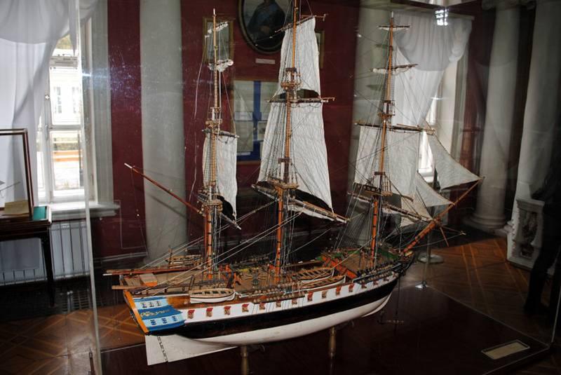 造船所は61共同体にちなんで名付けられました。 帝国が艦隊を建造