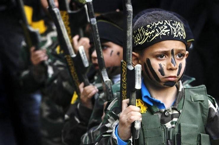 Украинские нацики тренируют русских детей