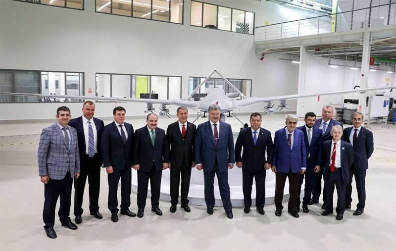 Почему Пётр Порошенко фотографировался на фоне турецкого ударного БПЛА?