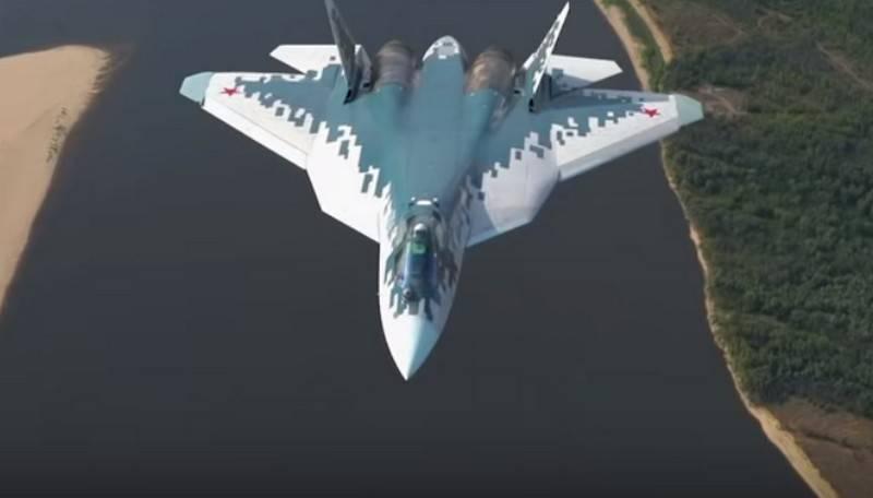 Маневры пары истребителей Су-57 сняли с воздуха