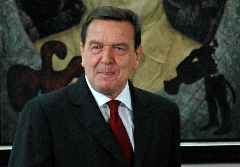 Герхард Шредер объявил , что Крым придется признать русским