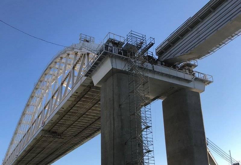 Первый железнодорожный пролёт соединили с аркой Крымского моста