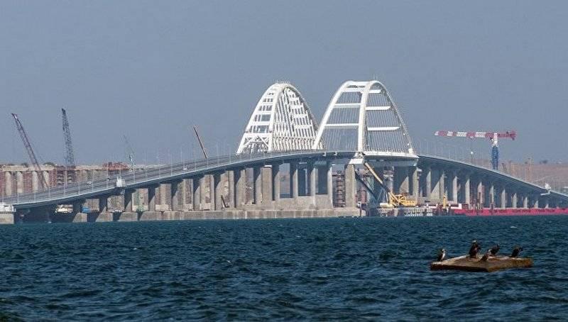 Строители завершили возведение опор железнодорожной части Крымского моста