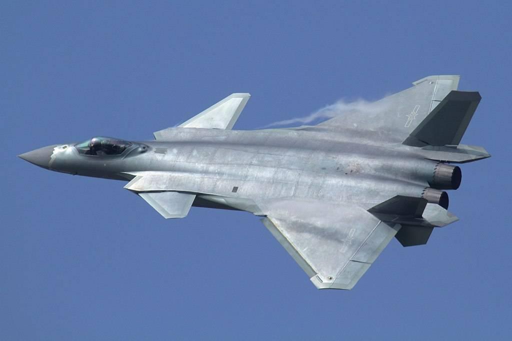 Самые новые  китайские истребители 5-ого  поколения J-20 сняли навидео