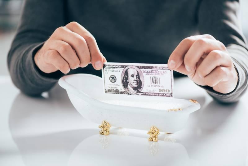 Когда рухнет доллар? Подождите полгода!