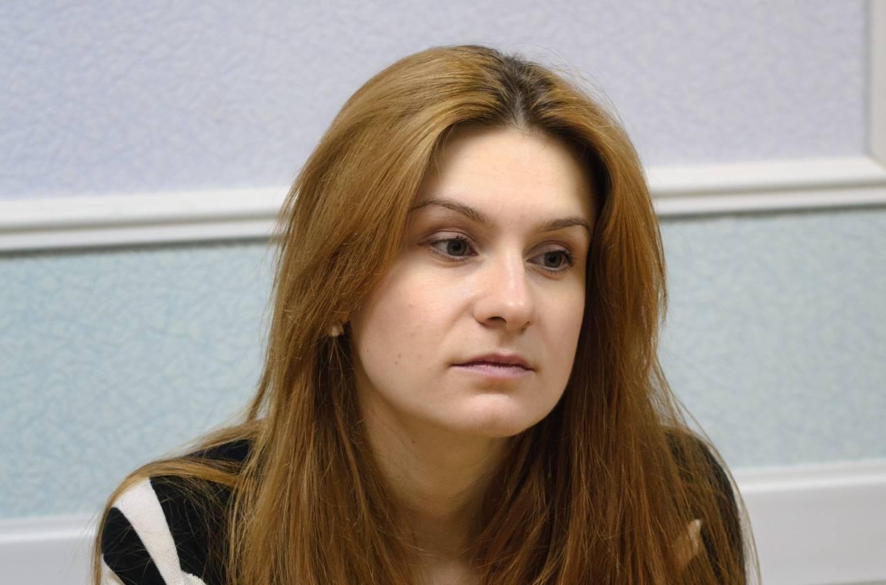 zhestkoe-soglasilas-za-dengi-russkoe-sekretarshu-kurilke-zabava