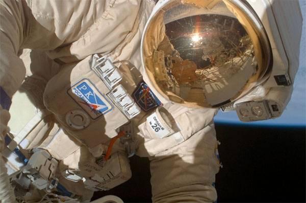 """Космонавты получили фрагмент обшивки """"Союза"""" с отверстием от сверления"""