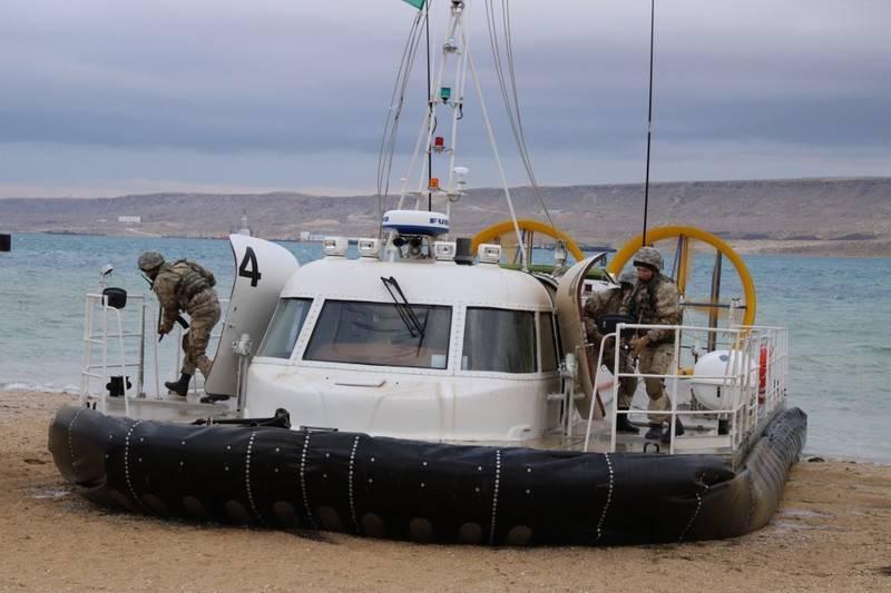 Казахстанские пограничники получили два катера на воздушной подушке
