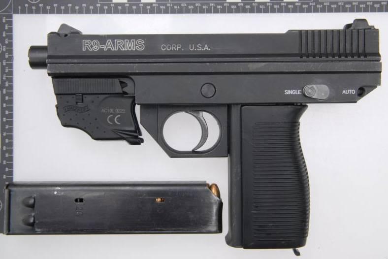Armurier: mitraillette R9-Arms