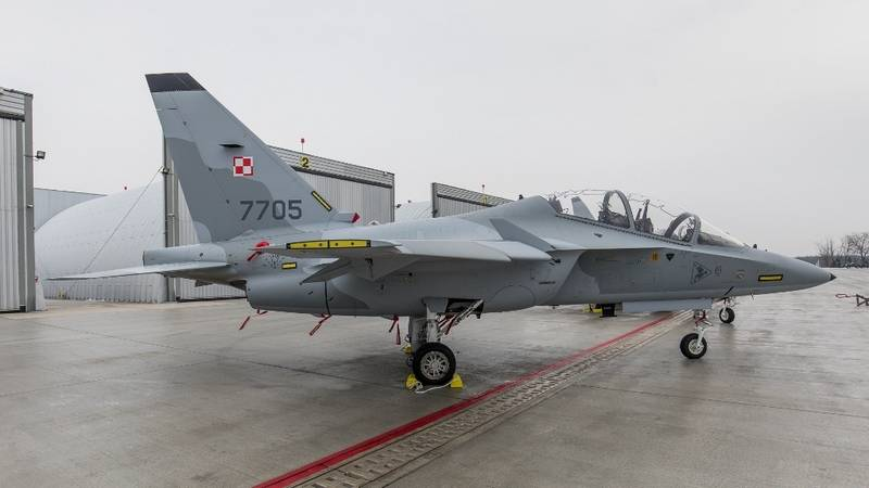 Polish Air Force replenished with Italian combat training aircraft M-346