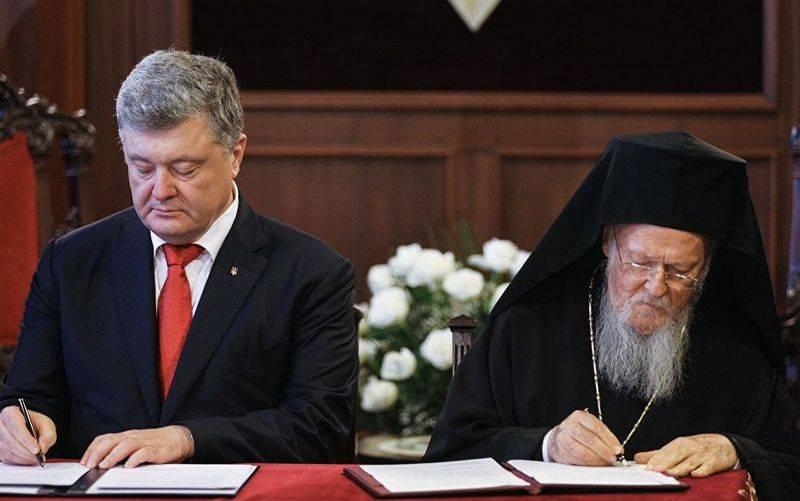 СМИ: Порошенко заплатил за томос передачей церковных объектов