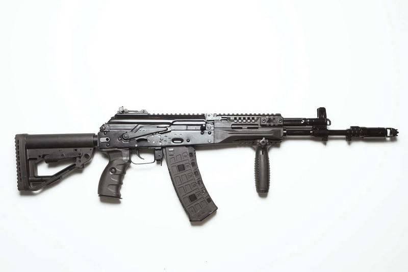 """La preocupación """"Kalashnikov"""" comenzó a suministrar AK-12 en el ejército ruso"""