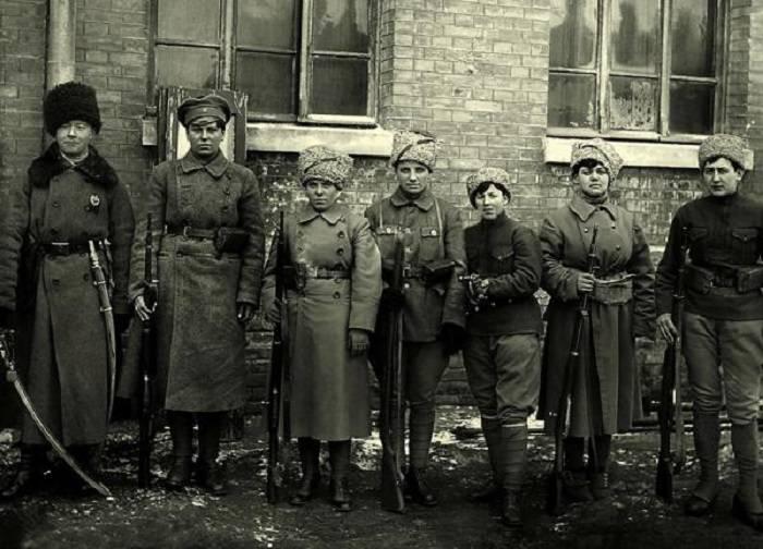 Красны девицы с орденом на блузке. Часть 4