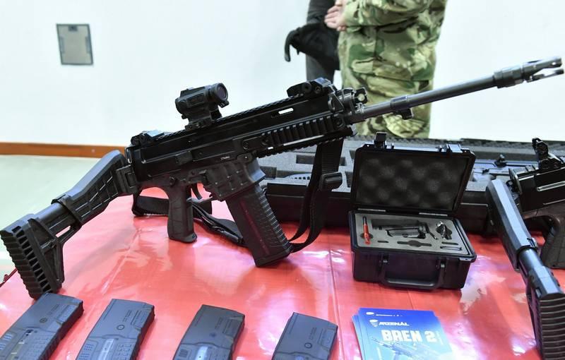 ハンガリー軍はチェコ生産の「ライフル」を採用しました