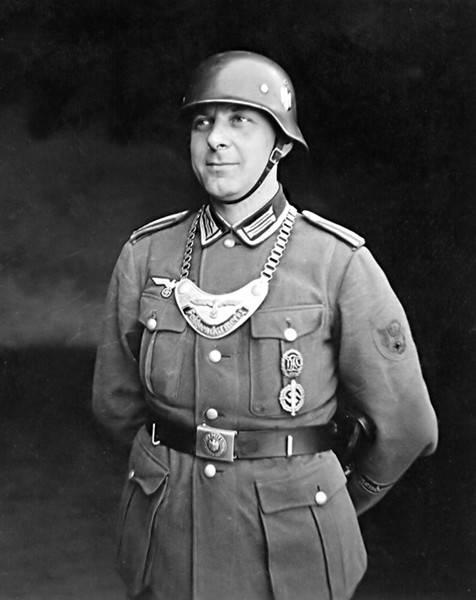 Herencia caballeresca en el pecho de un soldado alemán