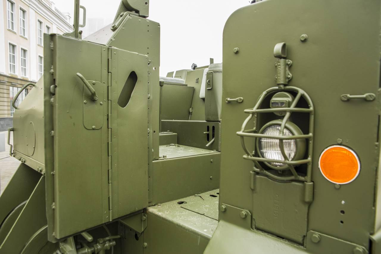 5aeed2f69cd6 Никаких дверей в бортах корпуса предусмотрено не было. Посадка  осуществлялась через две узких двери в передней стенке корпуса.
