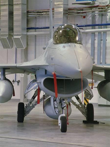 불가리아 대통령은 로비닝의 승리로 미국에서 F-16를 구매하기로 결정했다.