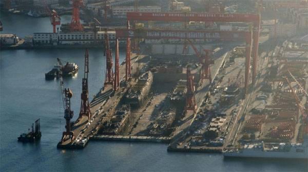 Au chantier naval Dalian 4 sont construits immédiatement analogues des destroyers américains avec Aegis - 052DG
