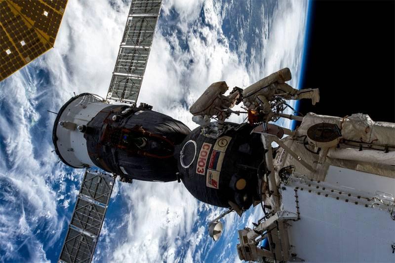 """Cosmonaut Prokopiev는 구멍이 """"Union""""내부에서 뚫고 나왔다고 말했다."""