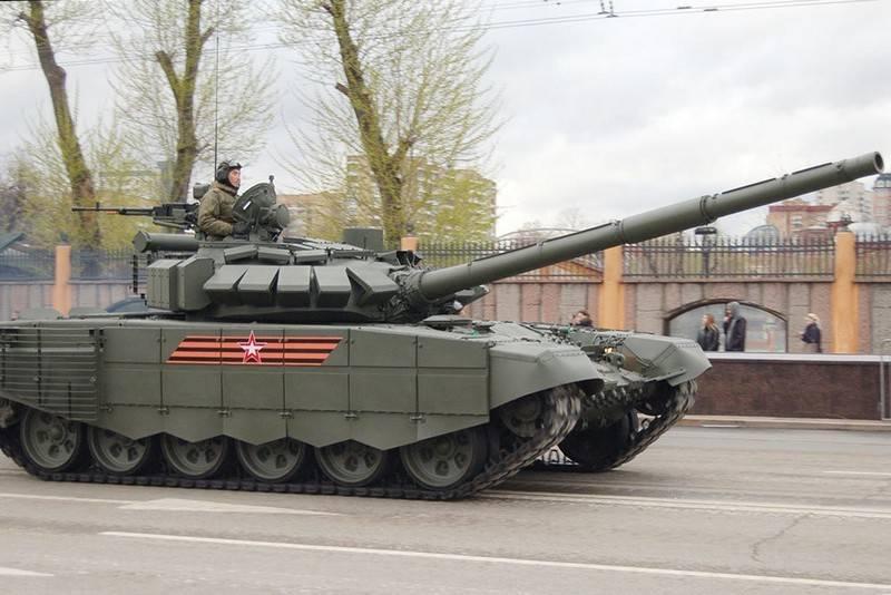 현대화 된 탱크 T-72B3의 파티가 남부 군대에 진입했습니다.