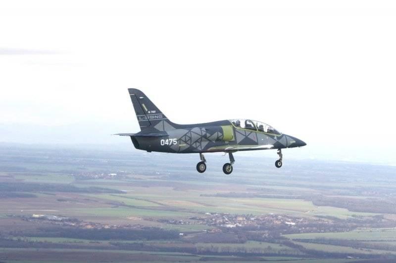 Un échantillon de pré-production de l'avion tchèque L-39NG a effectué le premier vol