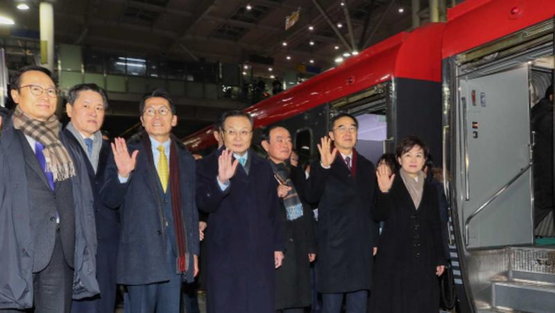 """서울과 평양은 """"상징적으로""""철도를 연합했다."""