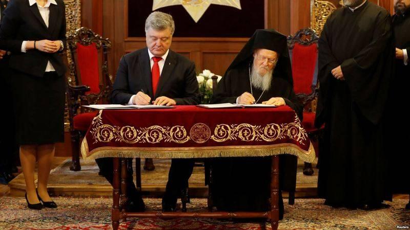 Poroshenko pagó a Bartolomé por los objetos de la iglesia de autocefalia